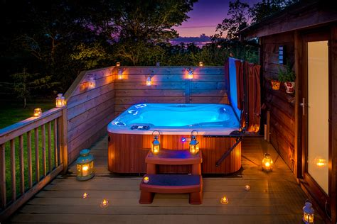 Romantic Lodges With Hot Tubs