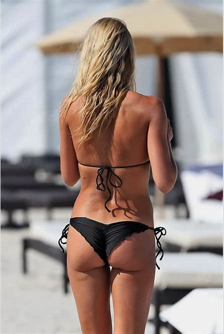 Lauren Stoner showing off her round ass in tiny black bikini at the beach in Miami