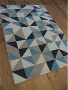 tapis triangles scandinaves gris et bleu canvas zoom With tapis scandinave bleu et gris