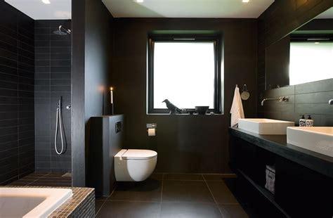 stilvolle ideen fuer ein bad  dunklen farben ideentop