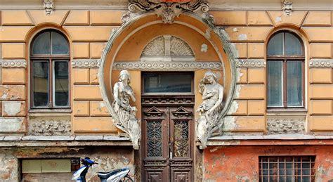 Septiņas skaistākās Rīgas ēkas, kurām draud bojāeja ...