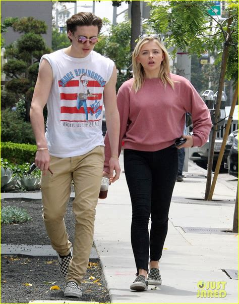 chloe moretz on brooklyn chloe moretz joins brooklyn beckham for lunch with friends