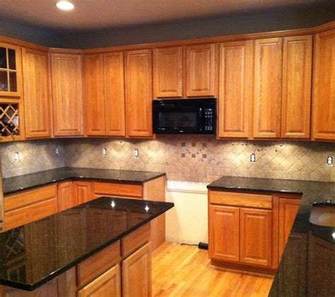 Kitchen Backsplash Pictures With Oak Cabinets by Light Colored Oak Cabinets With Granite Countertop