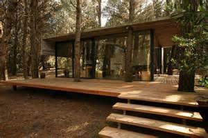Harmonious Low Budget Minimalist House Architecture by แบบบ านป นเปล อย ช นเด ยว ยกพ น ม ระเบ ยงไม รอบบ าน