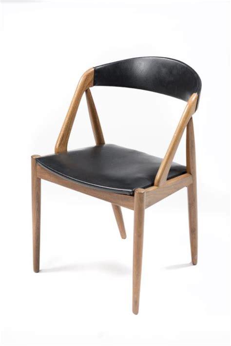 chaise en teck avec galette d 39 assise et dossier en cuir noir