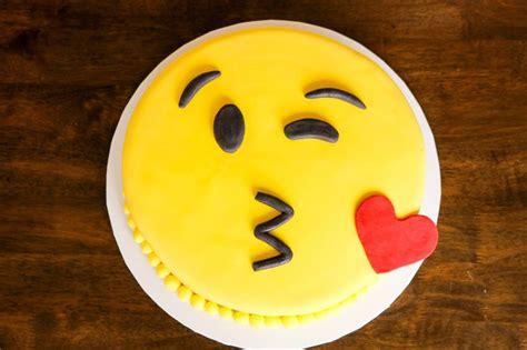 The 25+ Best Kissy Emoji Ideas On Pinterest