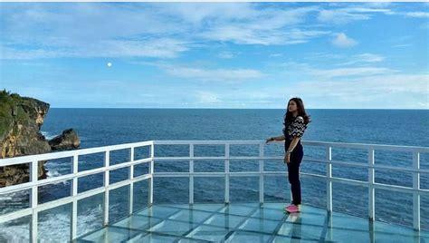 menikmati birunya laut jogja  atas teras kaca
