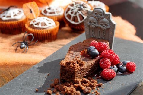 idee de dessert au chocolat g 226 teau au chocolat tombe d une recette de dessert facile