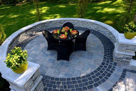 benefits  enclosing  patio  retaining walls