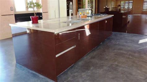 cuisine beton cire bois peindre un plan de travail avec un effet naturelle cuisine