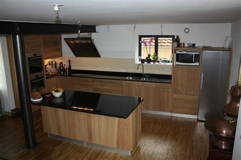 cuisine en noir cuisine bois verre et marbre noir cuisine moderne d
