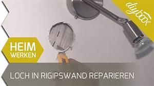 Loch Kunststofftür Reparieren : loch in einer rigipswand reparieren youtube ~ Buech-reservation.com Haus und Dekorationen