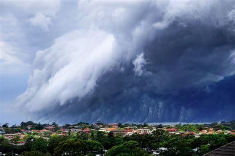stunning cloud tsunami sweeps  australia