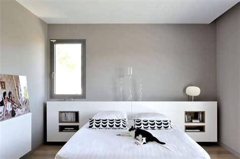 maison contemporaine dans l ouest de lyon suite parentale avec t 234 te de lit avec niche sur