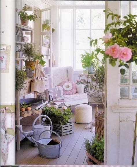 deco shabby chic pas cher 371 best images about shabby chic gardens porches on gardens rosa and sheds