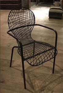 Chaise Metal Pas Cher : soldes chaises decoclico chaise design en m tal thonon ~ Teatrodelosmanantiales.com Idées de Décoration