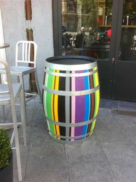 tonneau de vin decoration le sens des couleurs peinture d 233 coration murale