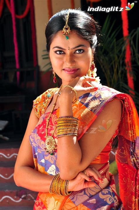 Suhasini Tamil Actress Image Gallery