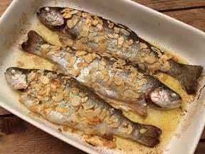 cuisiner les truites truite aux amandes au four la cuisine des jours