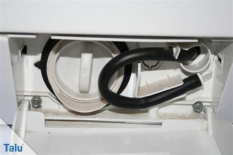 flusensieb waschmaschine reinigen flusensieb der waschmaschine reinigen hilfe wenn es
