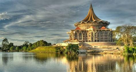 tempat wisata  kuching malaysia  terkenal