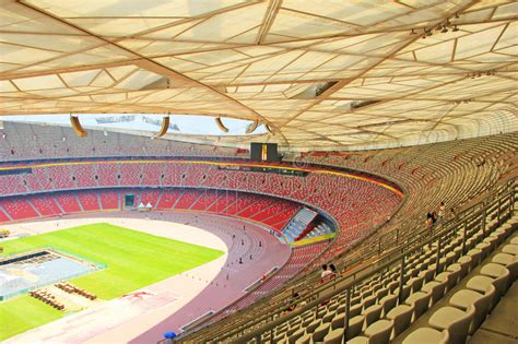I 91mila posti a sedere sono collocati in una struttura circolare, la cui particolare copertura a reticolo ha fatto sì che i cinesi ribattezzassero lo stadio nido. Pechino Nido Nazionale Uccello/dello Stadio Olimpico S ...