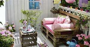 Coussin Pour Salon De Jardin En Palette : fabriquer salon de jardin en palette de bois 35 id es cr atives ~ Teatrodelosmanantiales.com Idées de Décoration