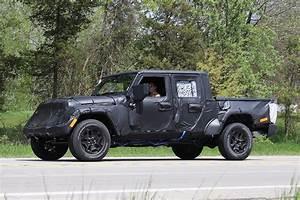 Jeep Wrangler Pick Up : spy shots 2019 jeep wrangler pickup truck spotted in michigan ~ Medecine-chirurgie-esthetiques.com Avis de Voitures