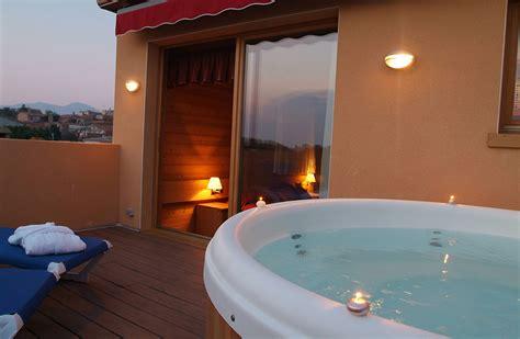 h el avec spa dans la chambre habitacions la plaça hotel restaurant spa