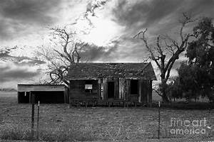 Dilapidated Old Farm House . 7d10341 . Black And White ...