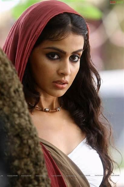 Actress Genelia Indian Masala Urumi Wallpapers