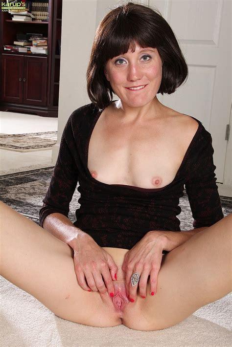 black haired milf meredith johnson display her mif milf fox