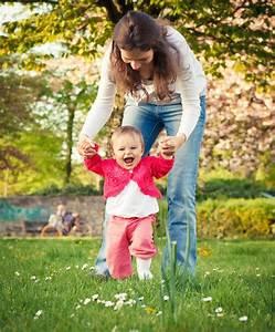 Erste Schritte Baby : laufen lernen ~ Orissabook.com Haus und Dekorationen