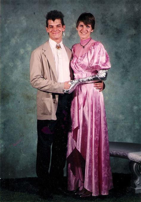 Lihat ide lainnya tentang pakaian, model pakaian, gaya model pakaian. Cool Snaps of the 1980s Prom Couples fashion & clothing, people, portraits Electronic music, big ...