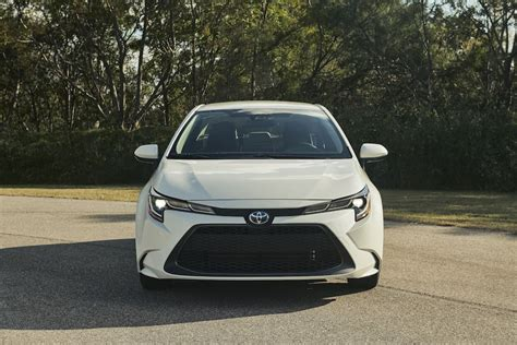 world debut  toyota corolla hybrid preview
