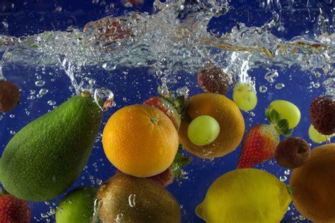 calcoli renali alimentazione prevenire i calcoli renali con l acqua e gli alimenti giusti