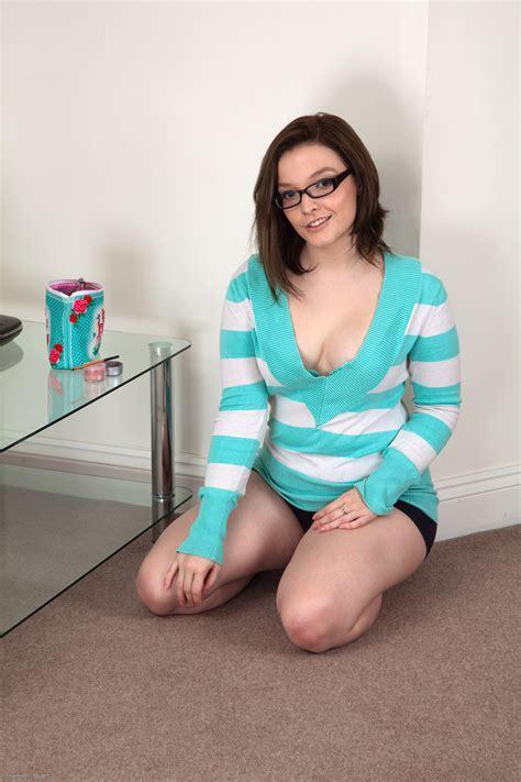 Kylie Harris - Free Naked Hairy Photos!