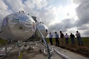 Project Morpheus Team Members View the Lander | NASA