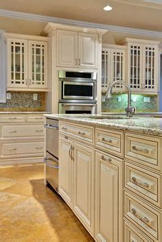 what to look for in kitchen cabinets 1000 images about kitchen on white cabinets 2158
