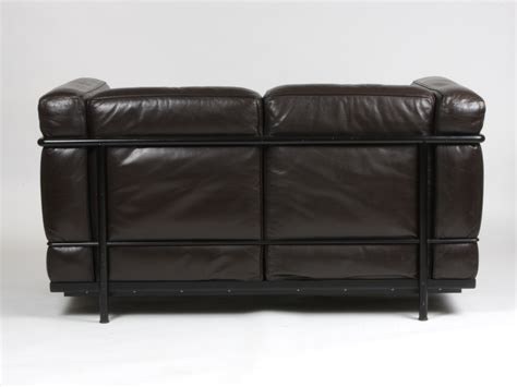 canap lc2 le corbusier cassina le corbusier sofa while i give much applause to
