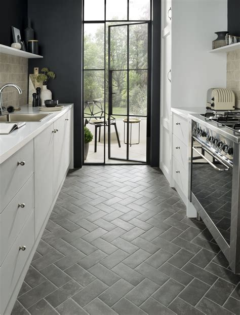 tile design ideas    small kitchen feel bigger