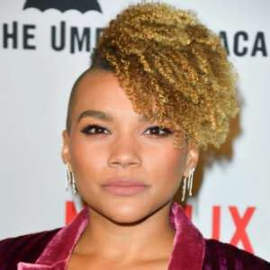 Emmy Raver-Lampman Birthday, Real Name, Age, Weight ...