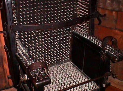 la chaise de la sorciere top 24 des techniques de tortures les plus horribles jamais imagin 233 es au cours de l histoire