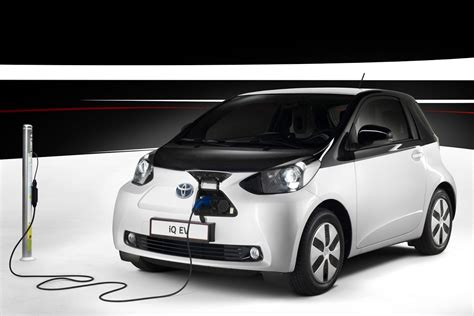 electric car range toyota says low range electric cars are cheaper to build than hybrids