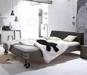 Bett Industrial Design : massivholzbett mit rollen im industrial design tornio ~ Sanjose-hotels-ca.com Haus und Dekorationen