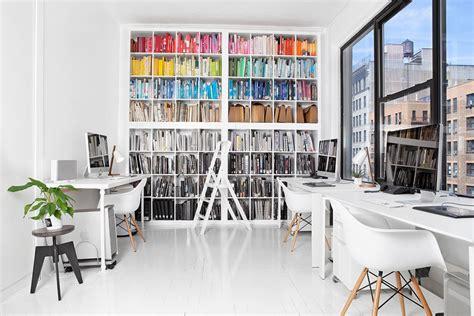 ik chaise de bureau boeken op kleur sorteren stripesandwalls nl