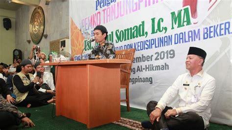 عبد الصمد, lahir di silo lama, asahan, sumatra utara, 18 mei 1977; UAS dan Melly Tak Lagi Serumah Sejak Mei 2016