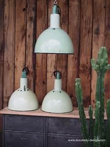 Lampe Suspension Industrielle : abat jour emaillee vert lampe industrielle ~ Dallasstarsshop.com Idées de Décoration