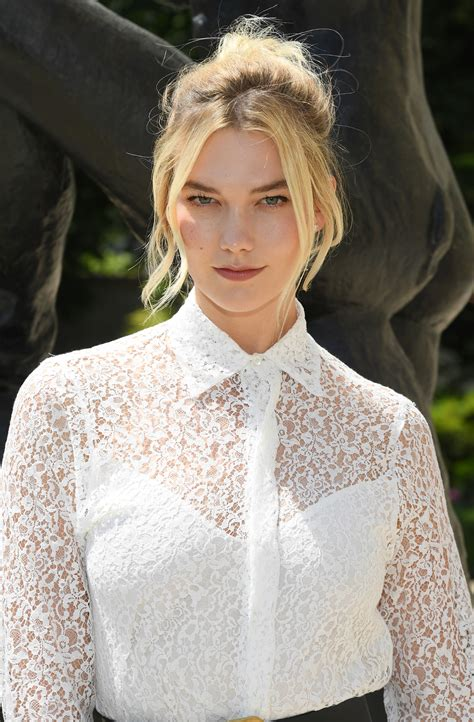 Karlie Kloss Admits That She Overlines Her Lips People