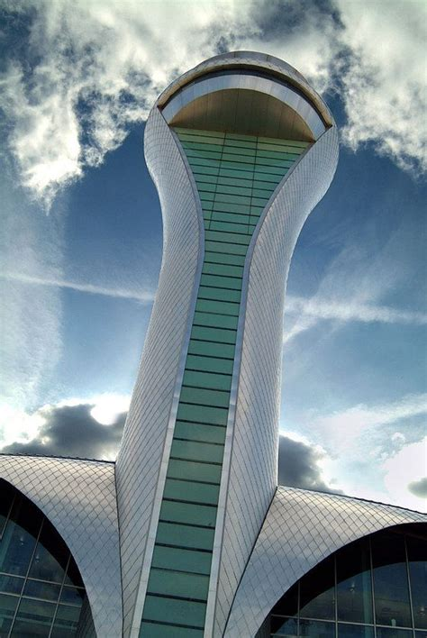 Architecture between heaven and earth: extraordinary